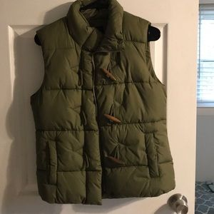 Gap toggle army green puffer vest
